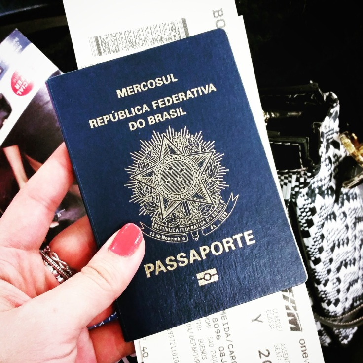 Não precisa de passaporte para entrar na Argentina, mas eu levei para ganhar mais carimbos e ficar ostentando, cof cof.