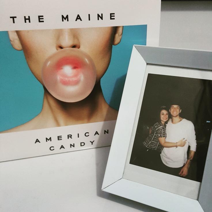 CD American Candy: R$20,00 - Foto Polaroid: R$4,00 - Porta Retrato: R$5,00 - Sambar na cara do Murphy com essa foto destruidora: não tem preço.