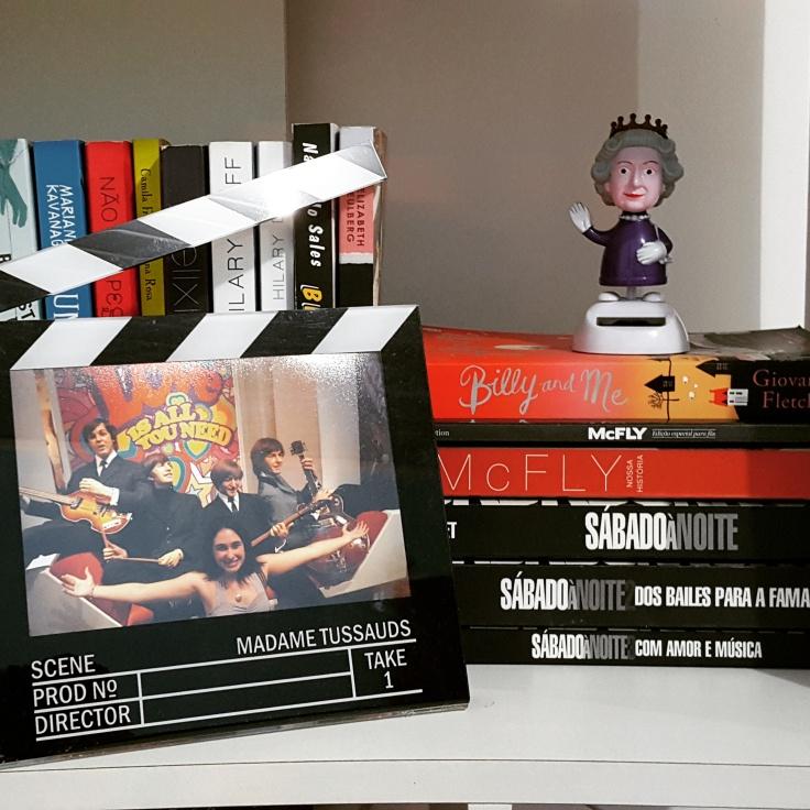 Lugarzinho especial para a trilogia na minha estante :)